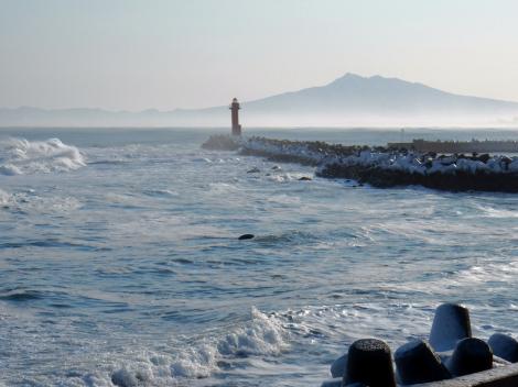 オホーツク海と斜里岳
