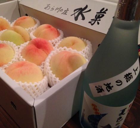 桃と日本酒