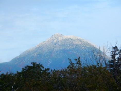 羅臼岳初冠雪